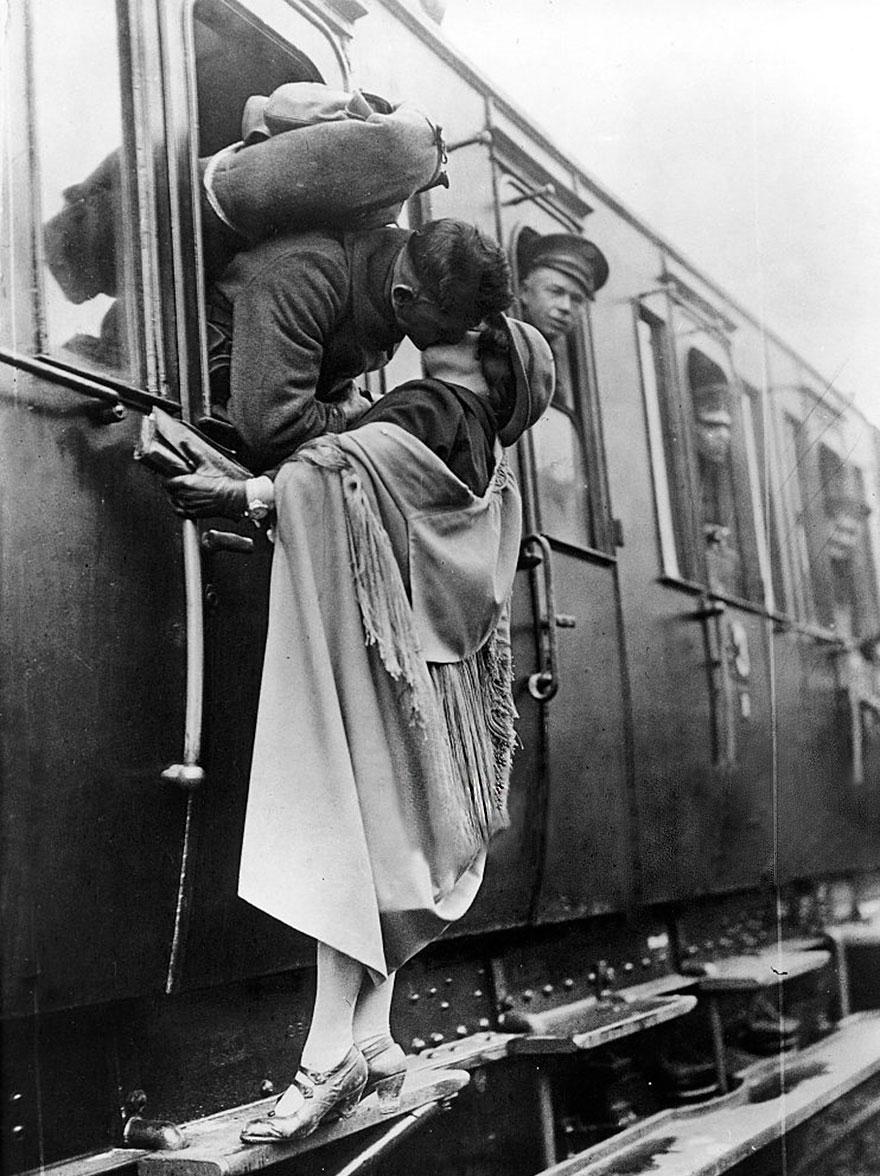 old-photos-vintage-war-couples-love-romance-66-5739a9d6af98a__880