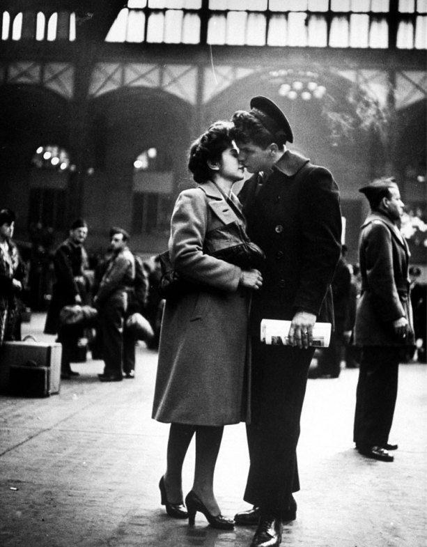 wartime_kiss_19