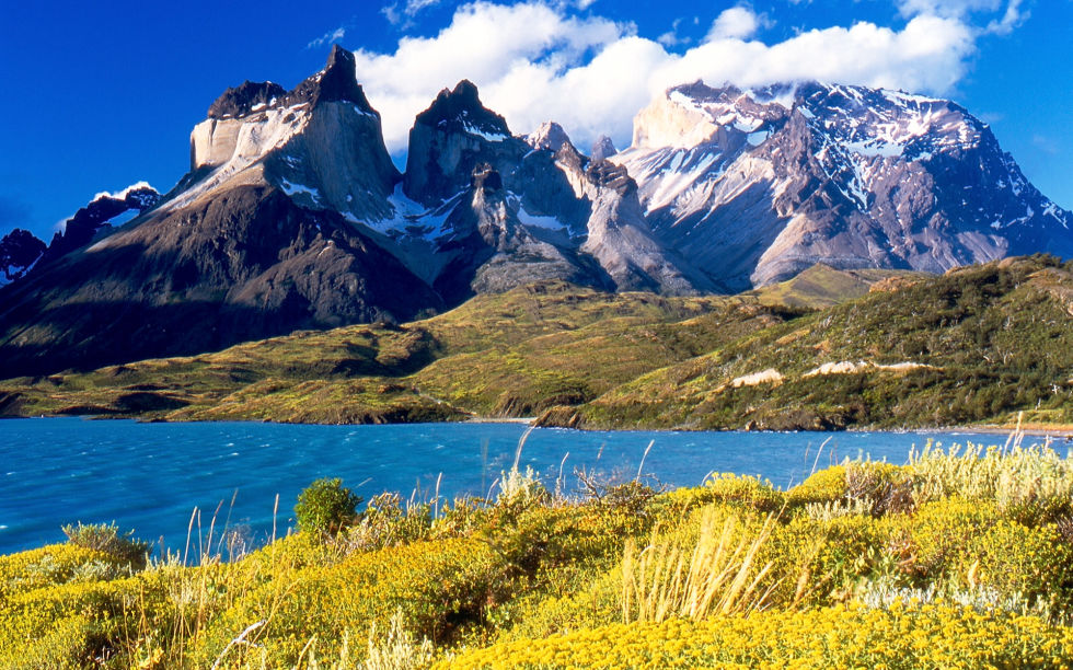 1466155595-1465526506-cuernos-del-paine-from-lake-pehoe