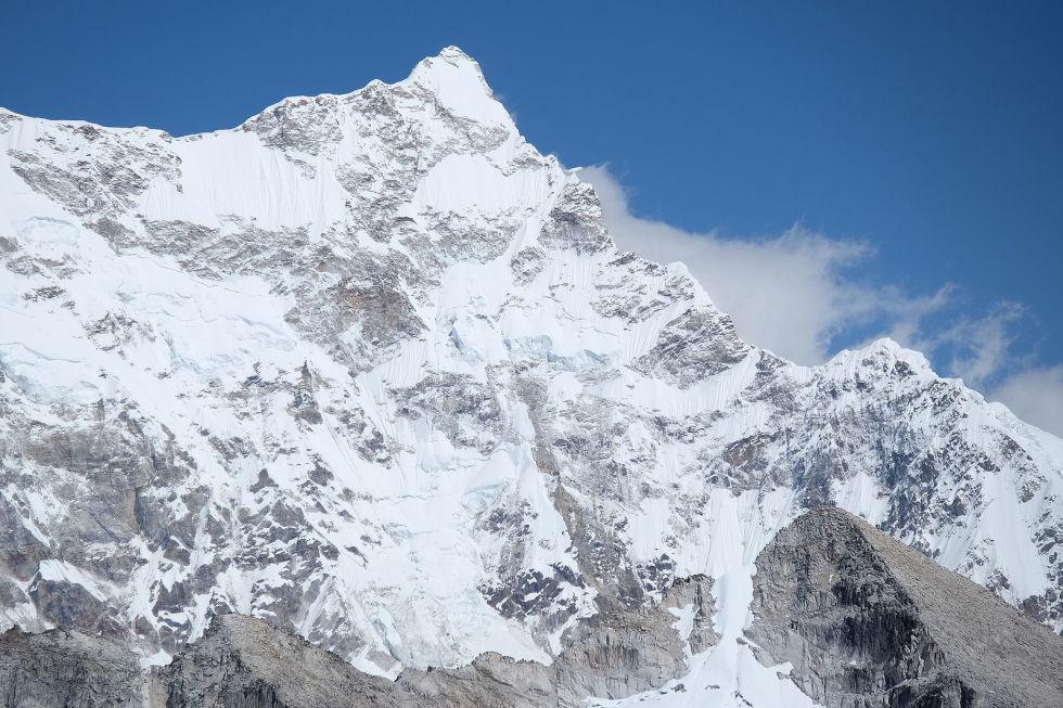 1466155602-1465527092-gangkhar-puensum-summit