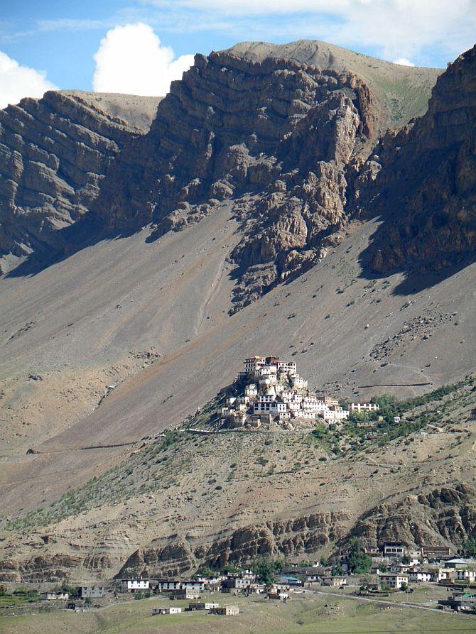 Ki-Gompa-tibetskiy-buddiyskiy-hram_4