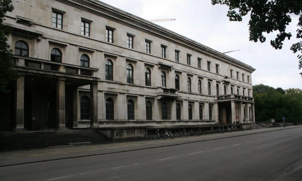 arkhitektura-nacystskoj-germanii-21-6-990x594