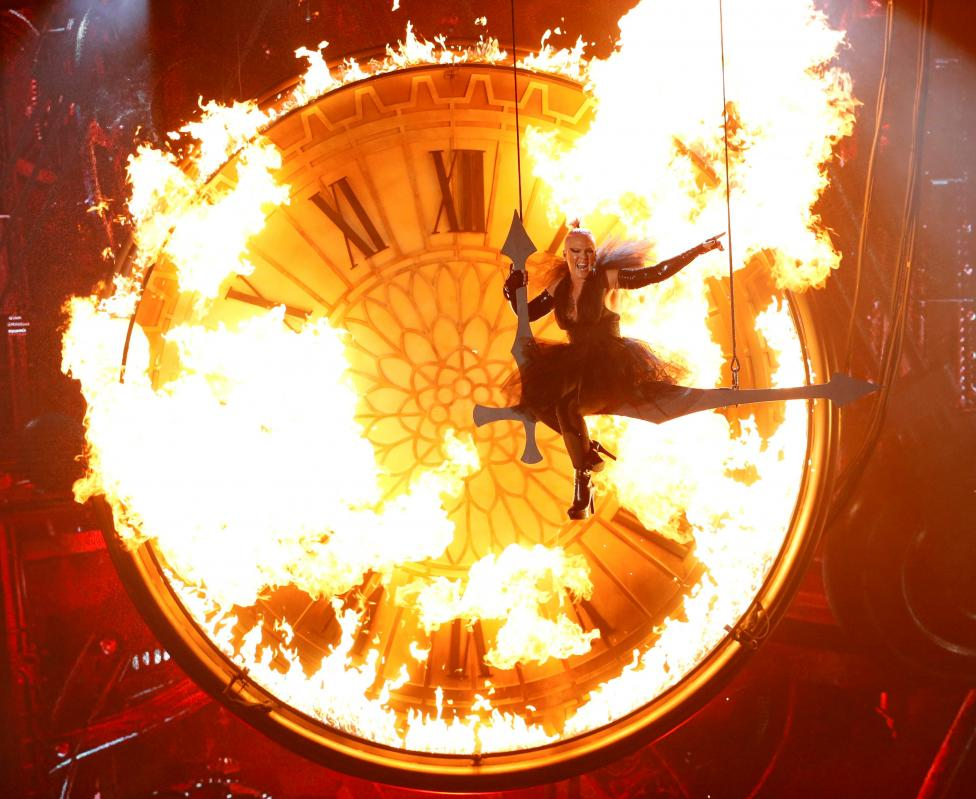 """Pink performs """"Just Like Fire"""" at the 2016 Billboard Awards in Las Vegas"""