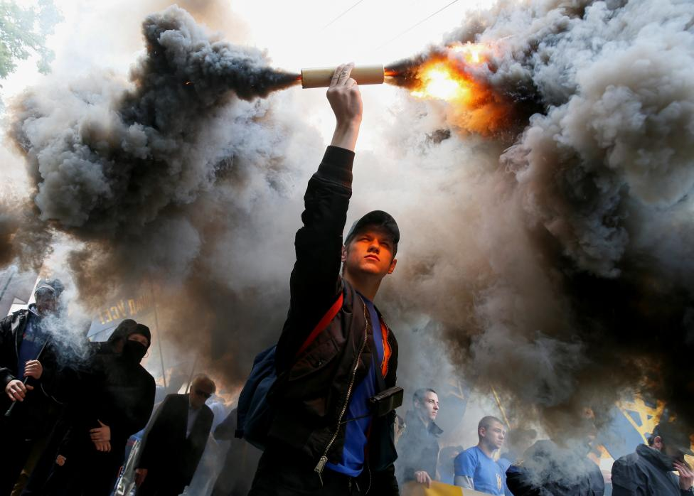 """Members of the Ukrainian national guard """"Azov"""" regiment and activists of the Azov civil corp take part in a protest against local elections in pro-Russian rebel-held areas of eastern Ukraine in Kiev"""