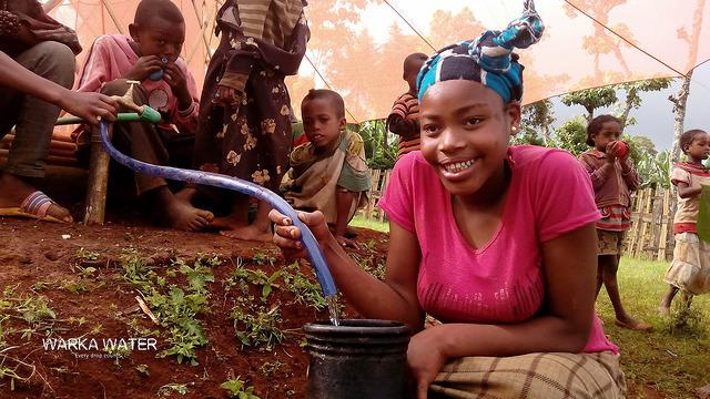 В Африке начали добывать питьевую воду из воздуха!