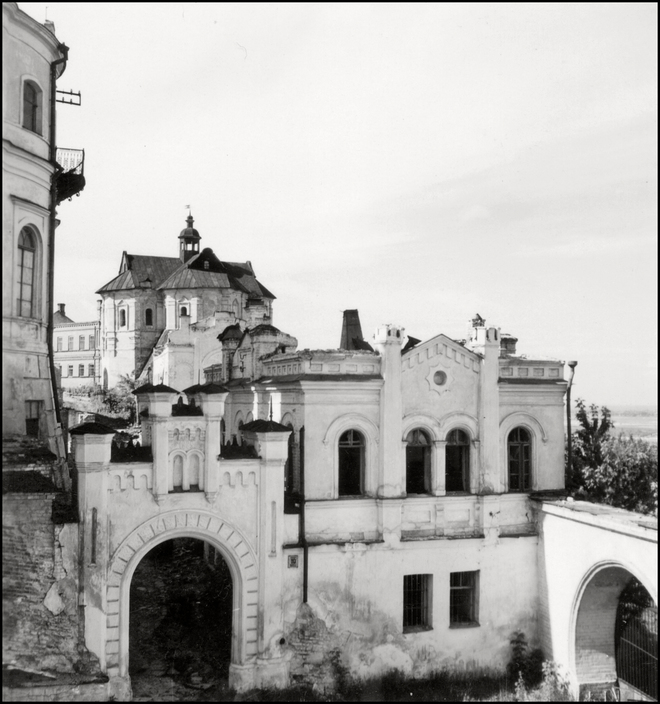 UKRAINE.Kiev. 1943. Courtyard near Kiev Pechersk Lavra. A-UK-LAV-007