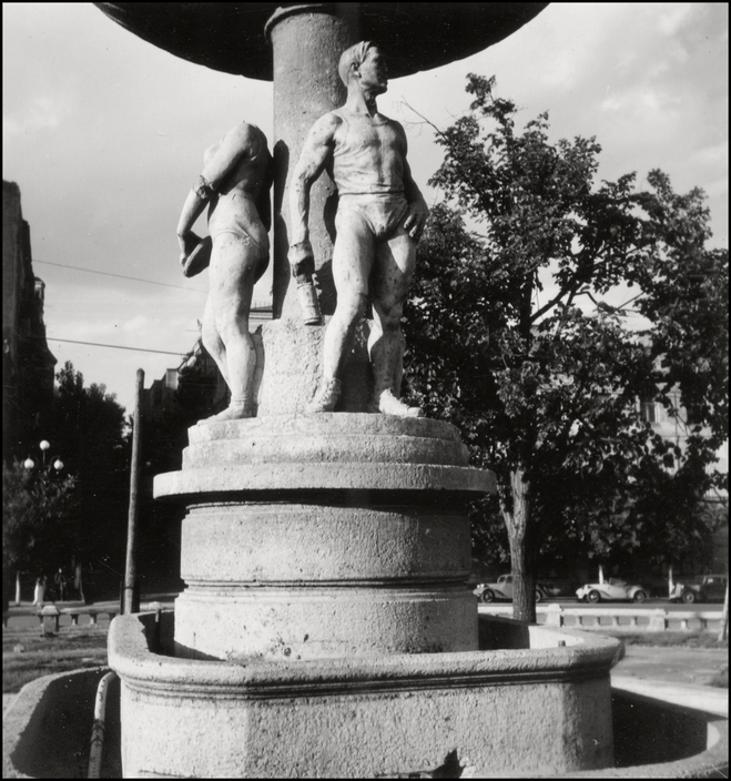 UKRAINE. Kiev. 1943. Fountain. A-UK-KIE-002