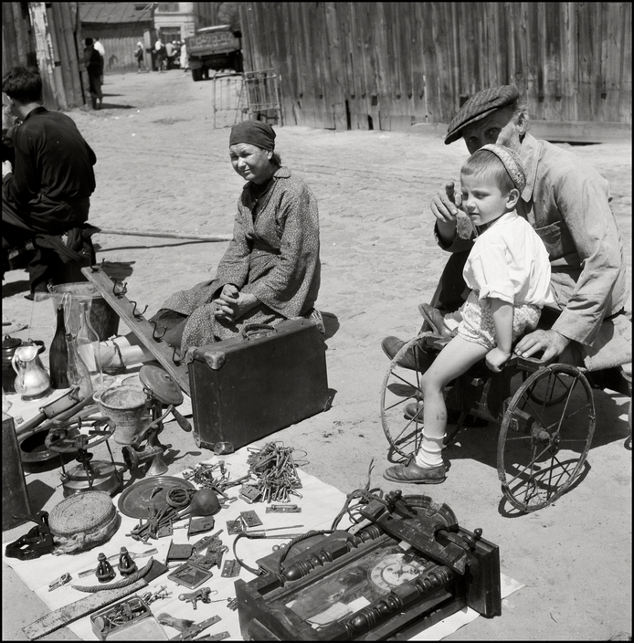UKRAINE. Kiev. 1943. Salvaged goods being sold on the street.  M-UK-KIE-039
