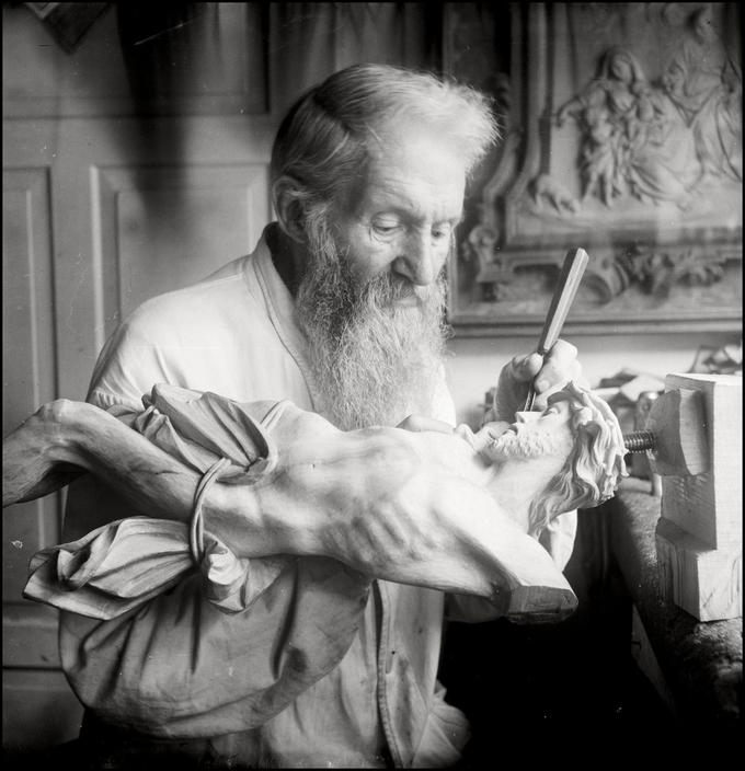 UKRAINE. Kiev.1943. Wood carver at Kiev Pechersk Lavra monastry.  M-UK-KIE-054