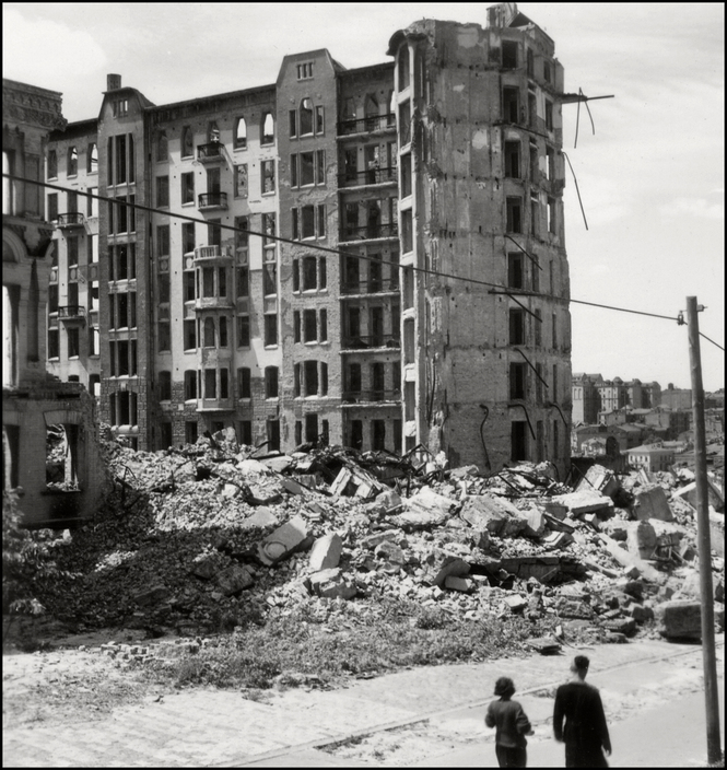 UKRAINE. 1943. Kiev. Destroyed Buildings. A-UK-KIE-032