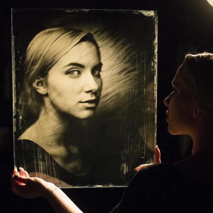 Портреты, сделанные при помощи старинного фотоаппарата: необычный эксперимент