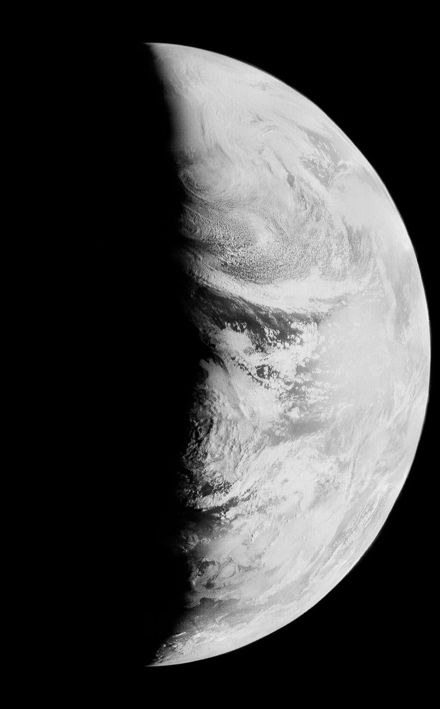 Zemlya-s-orbity-Luny-foto_11