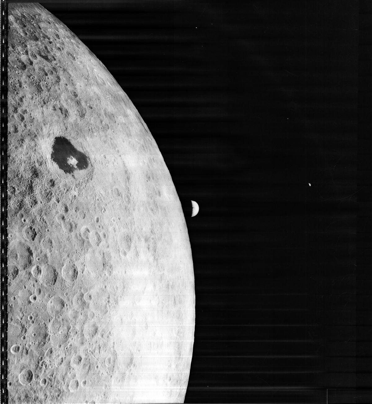 Zemlya-s-orbity-Luny-foto_2