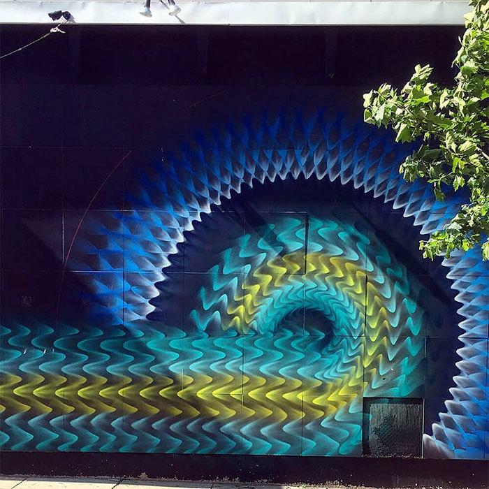 Американец создает завораживающий калейдоскопический стрит-арт