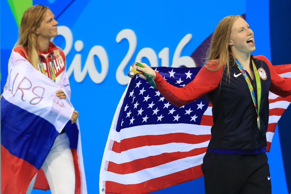 Swimming - Women's 100m Breaststroke Victory Ceremony