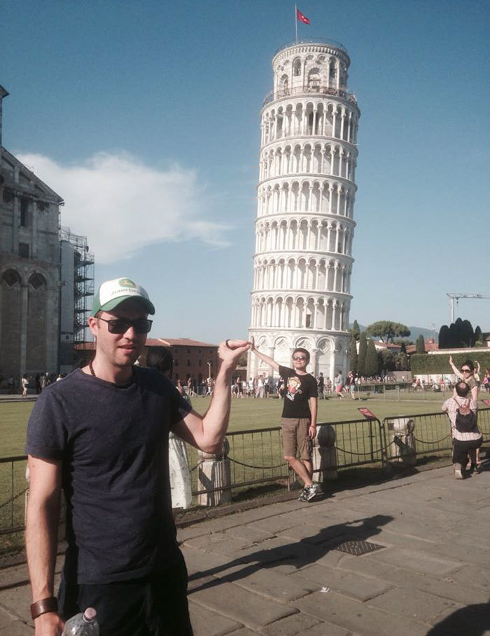 funny-tourists-leaning-tower-of-pisa-4