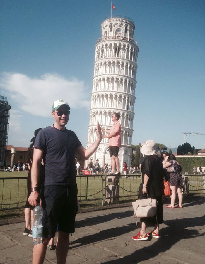 funny-tourists-leaning-tower-of-pisa-5