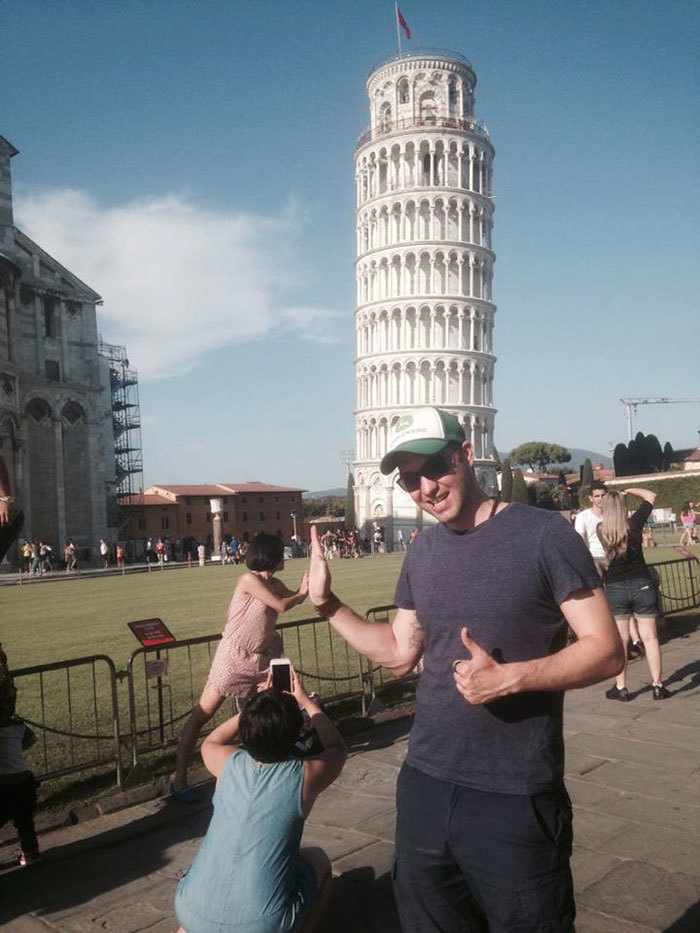 funny-tourists-leaning-tower-of-pisa-6