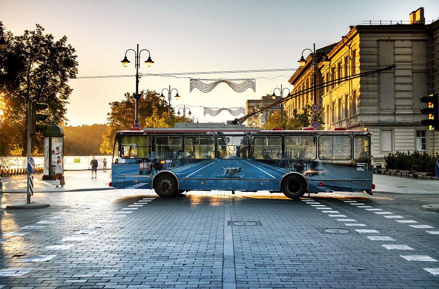vanishing-trolleybus-vilnius-street-art-festival-liudas-parulskis-7-57c81cb2c4d1d__880