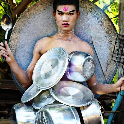 17-летний дизайнер из Тайланда создает наряды из проволоки, еды и цветов