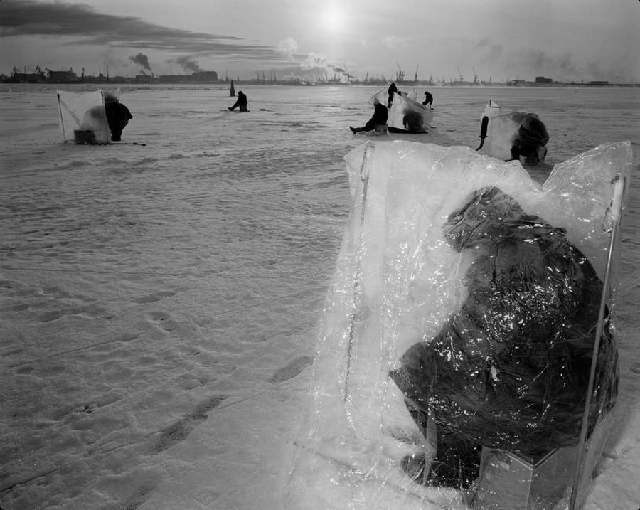 RUSSIA. St Petersburg. Gulf of Finland. Fishing. 1988.