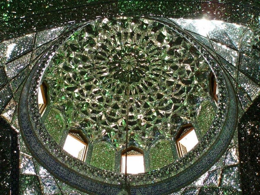 Мечеть-мавзолей Шах-Черах — достопримечательность, которую просто нельзя пропустить