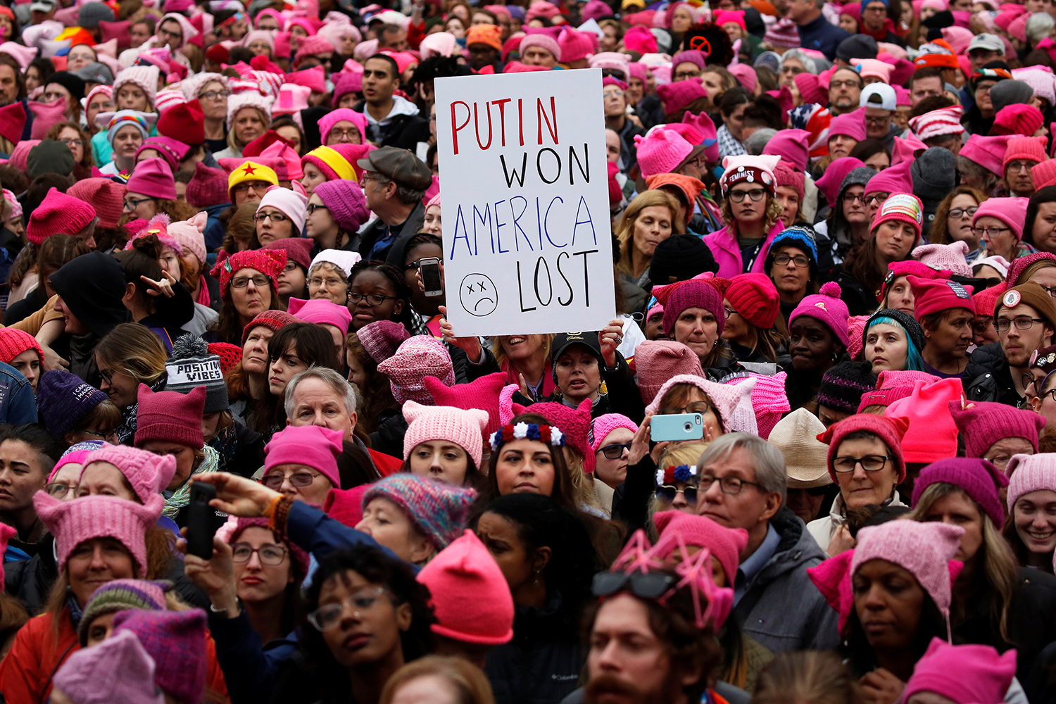 People gather for the Women's March in Washington U.S., January 21, 2017. REUTERS/Shannon Stapleton - RTSWQGE