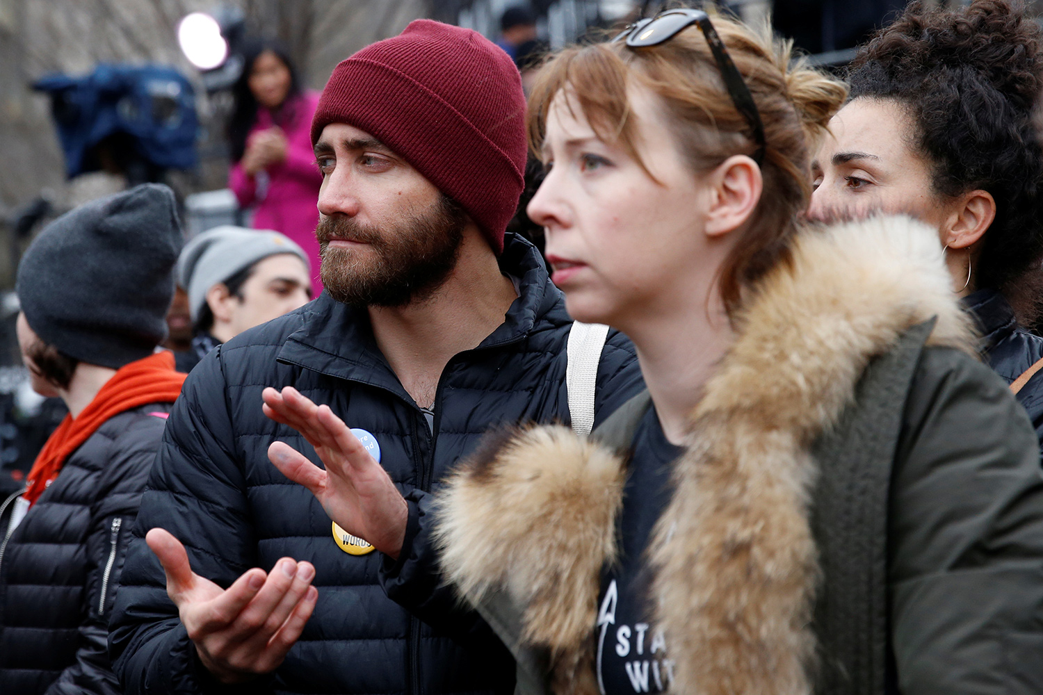 Actor Jake Gyllenhaal listens to speakers at the Women's March in Washington U.S., January 21, 2017. REUTERS/Shannon Stapleton - RTSWQCW