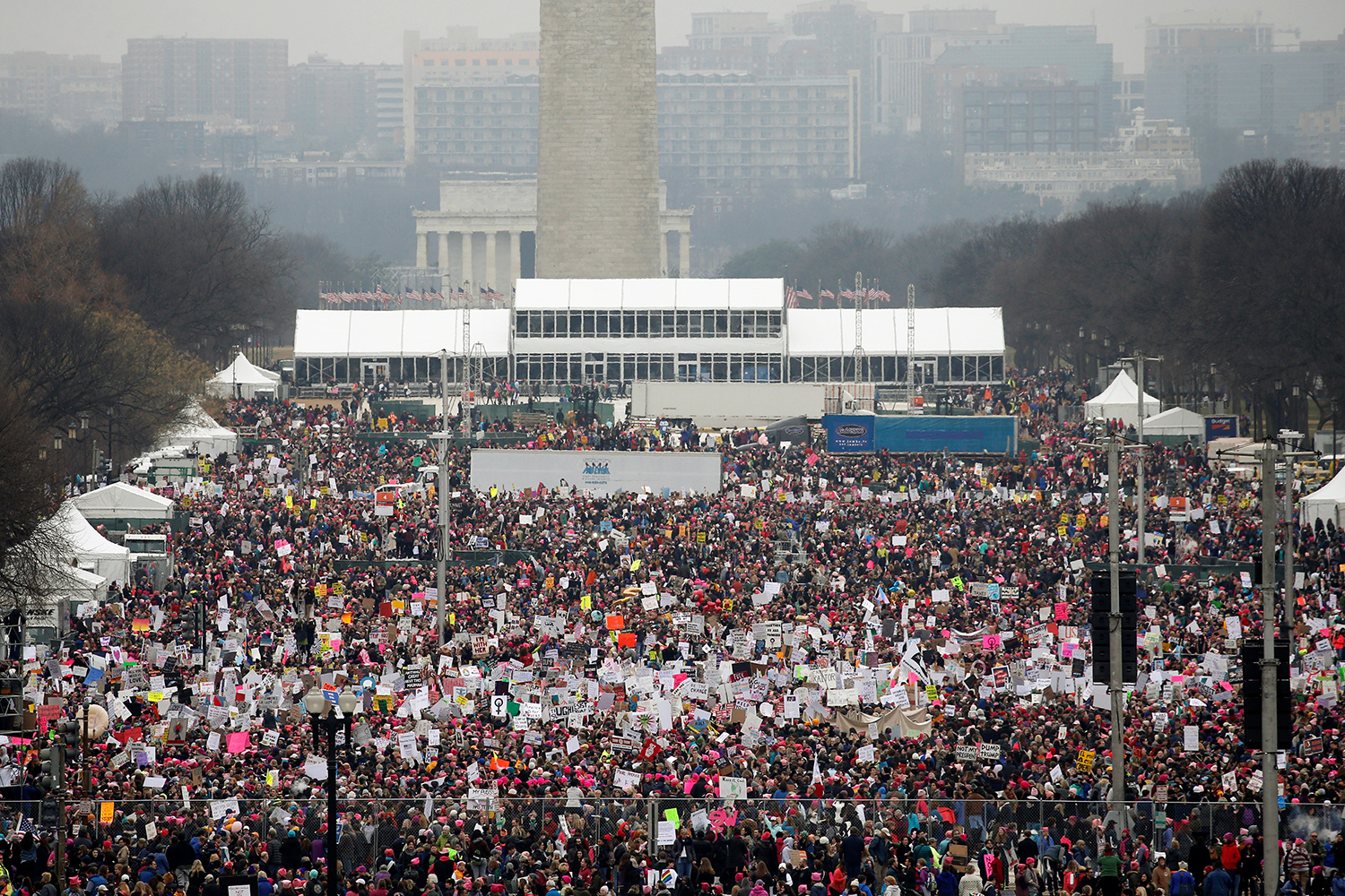 People pack the National Mall for the Women's March in Washington, U.S. January 21, 2017.  REUTERS/Jonathan Ernst - RTSWPL8