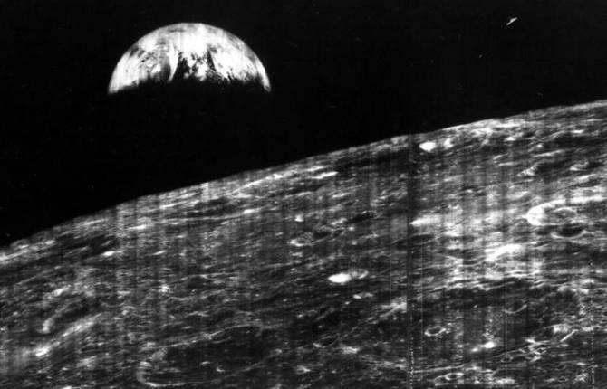 Первые фотографии Земли и Луны, сделанные с Марса и Сатурна