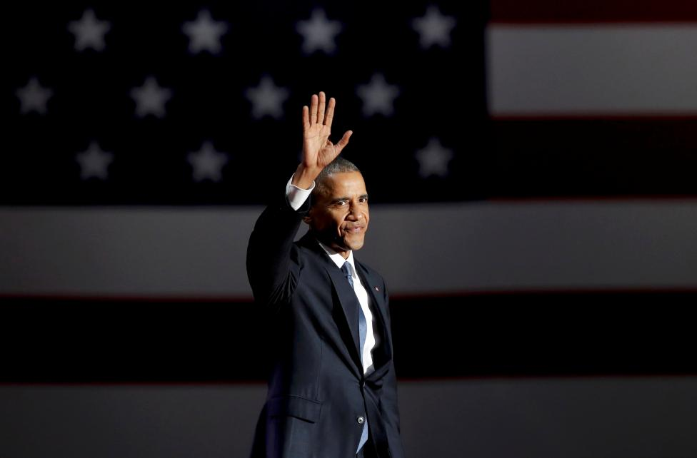 U.S. President Barack Obama acknowledges the crowd as he arrives to deliver his farewell address in Chicago