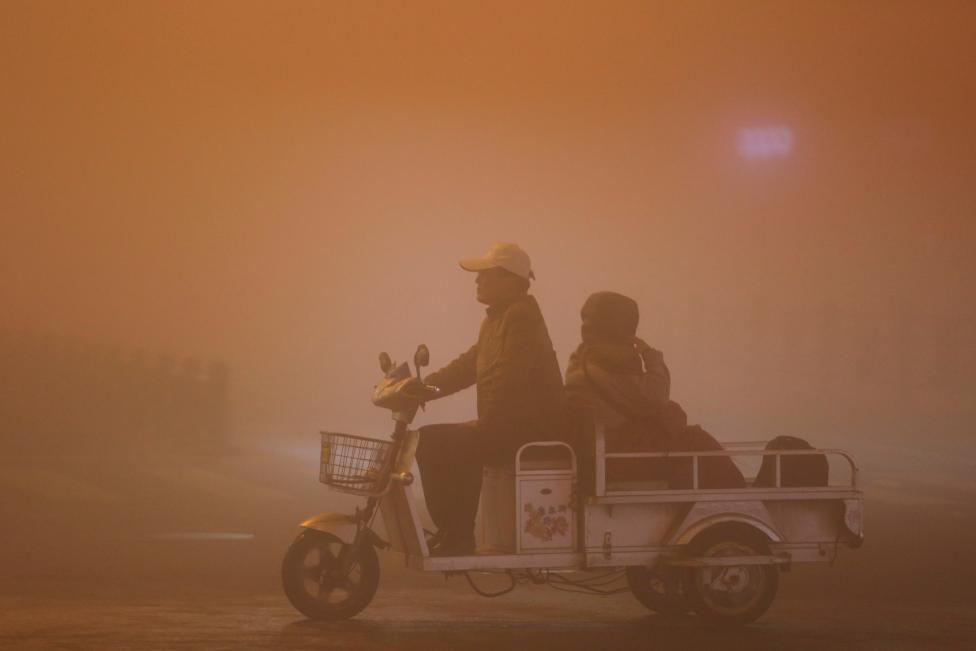 People ride during heavy smog in Lianyungang, Jiangsu province. REUTERS/Stringer