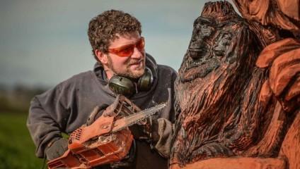 Умелец создаёт невероятно красивые деревянные скульптуры при помощи бензопилы
