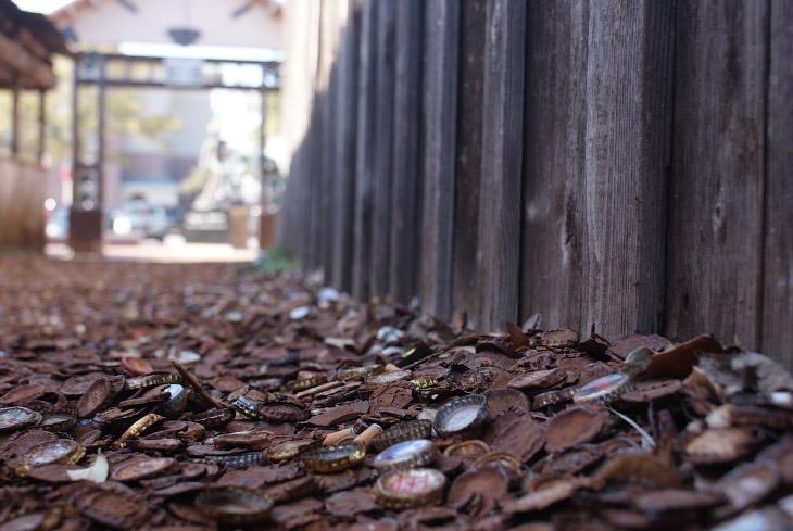 Техаская аллея из пивных крышек