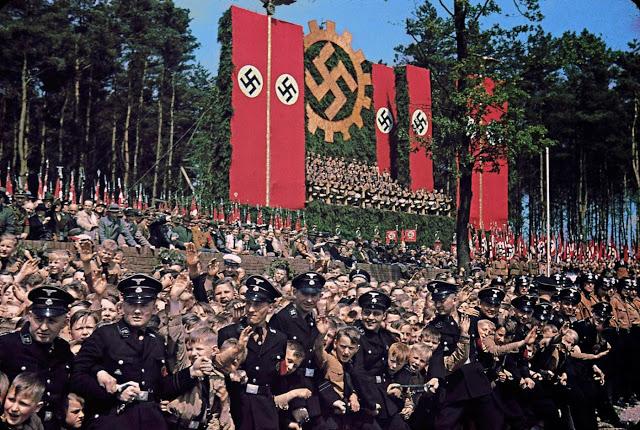 Церемония закладки первого камня Volkswagen Works, 1938 год.