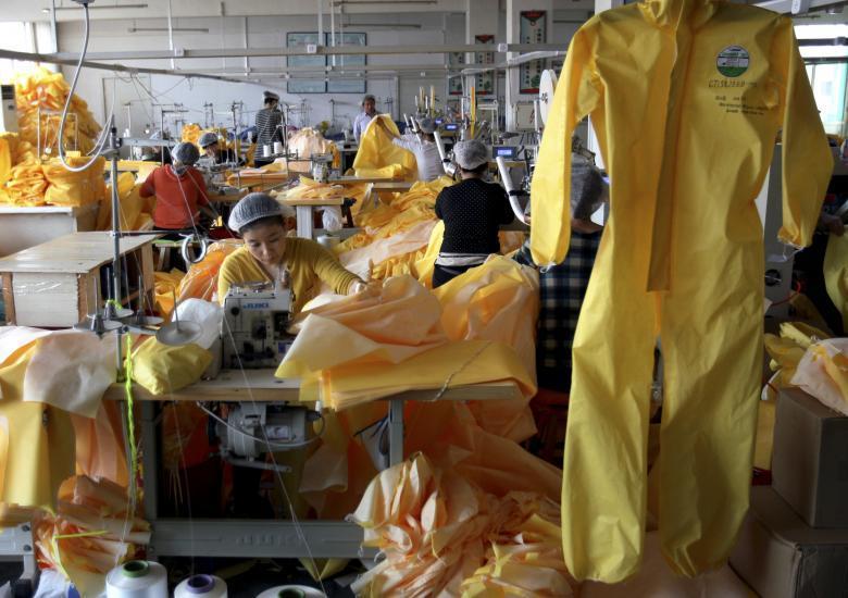 Фабрика по производству средств индивидуальной защиты компании Lakeland Industries в Вэйфане в провинции Шаньдун.