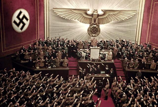 Адольф Гитлер на сессии рейхстага в здании «Кролль-опера», Берлин, 1939 год.