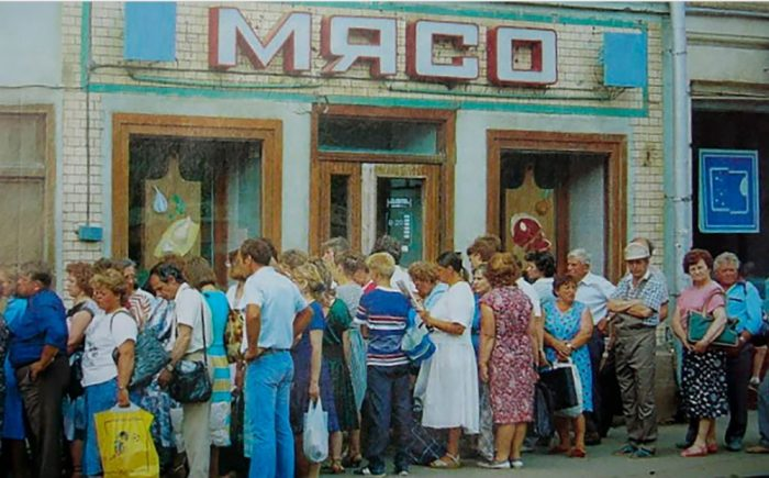 Очередь за мясом. СССР, 1991 год.