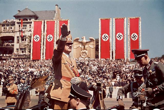 Гитлер приветствует солдат легиона «Кондор», 1939 год.