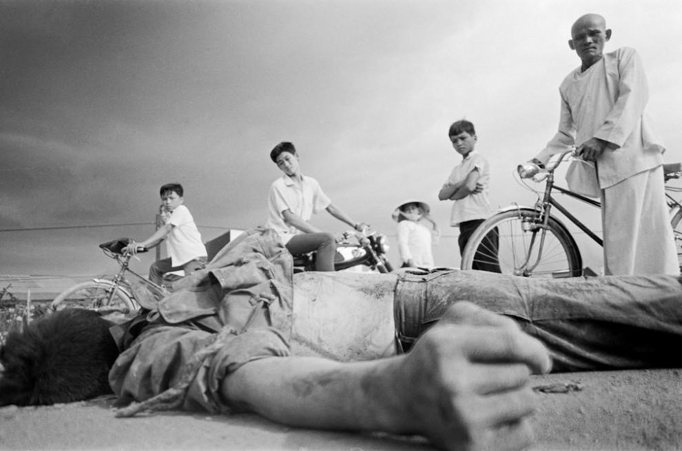 Солдат Вьетконга, погибший во время Тетского наступления в Тёлоне, Сайгон, Вьетнам.