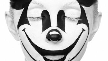 Черно-белый боди-арт в проекте «Странная красота» («Weird beauty») от Александра Хохлова и Валерии Куцан