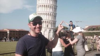 Зачем фотографироваться на фоне Пизанской башни, когда можно фотографироваться на фоне людей, фотографирующихся на фоне Пизанской башни?