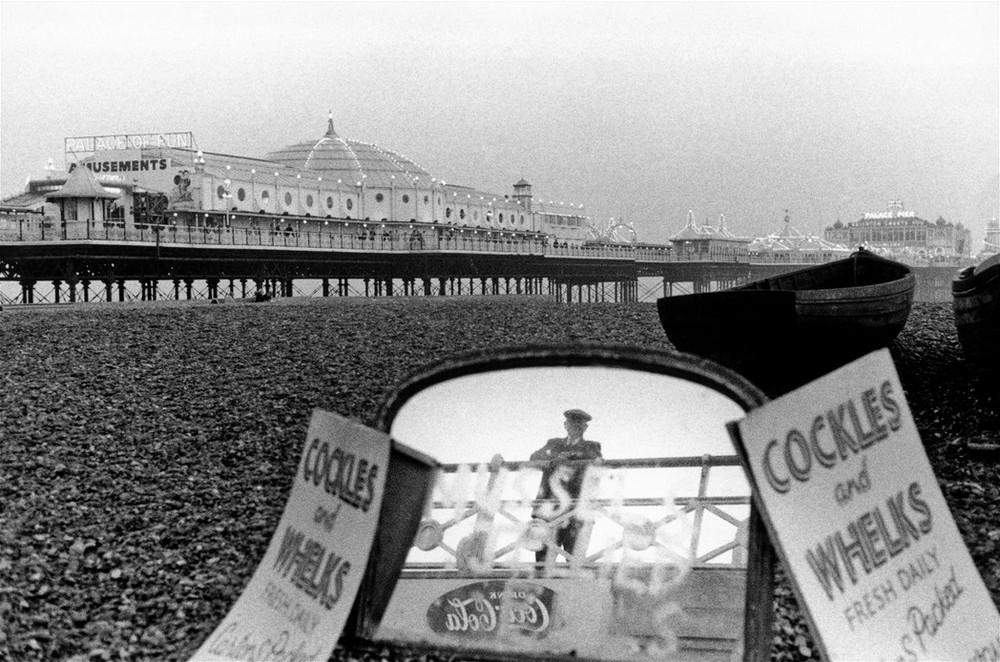 GB. England. Brighton Beach. 1960. Cockles and Whelks.