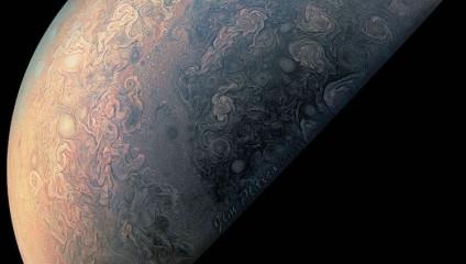 Новые фотографии Юпитера, сделанные космическим аппаратом «Юнона»