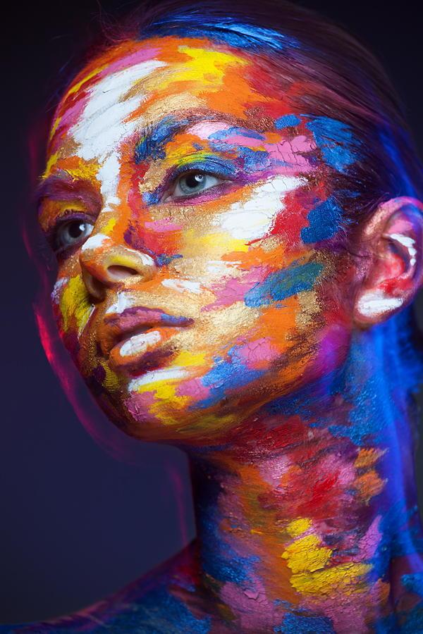 Фотопроект «2D or Not 2D» — портреты, которые выглядят как рисунки благодаря макияжу и перспективе