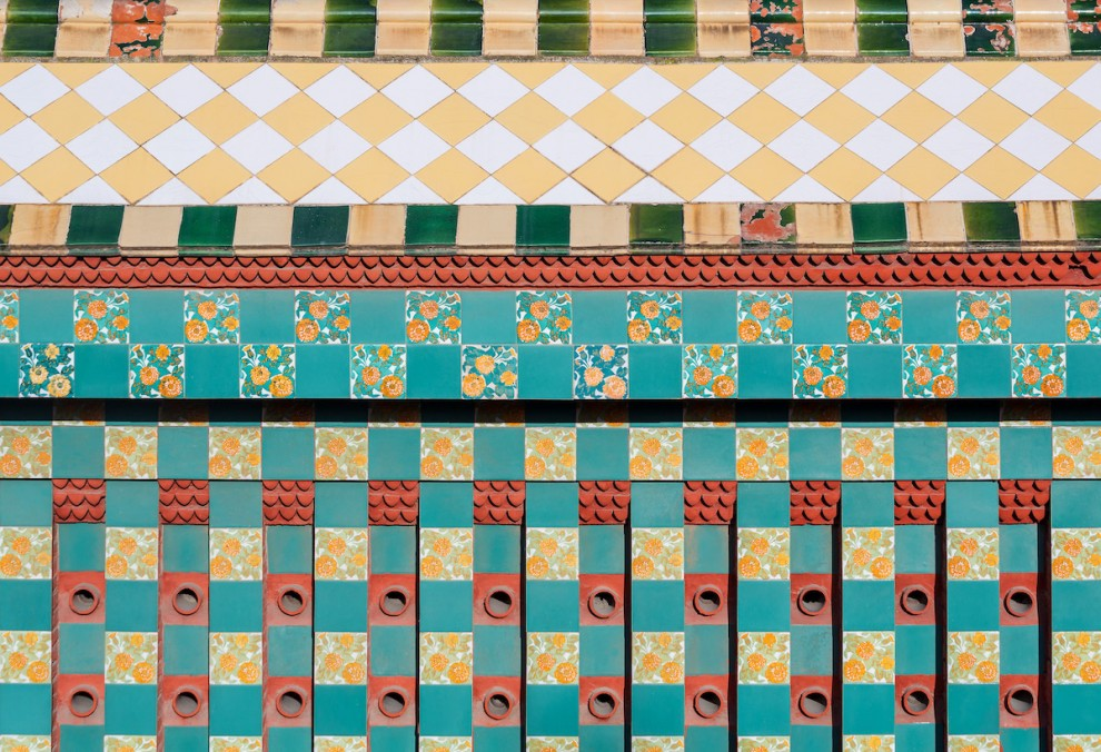 Gaudi-9-16-990x676