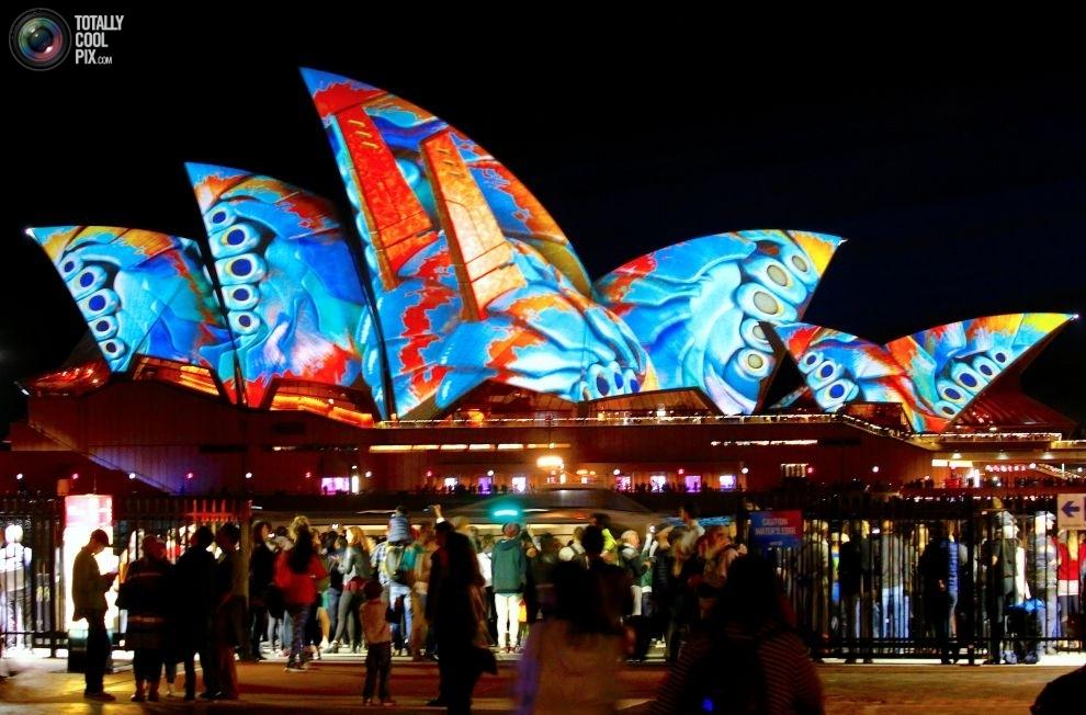 Sydney-Vivid-5-16