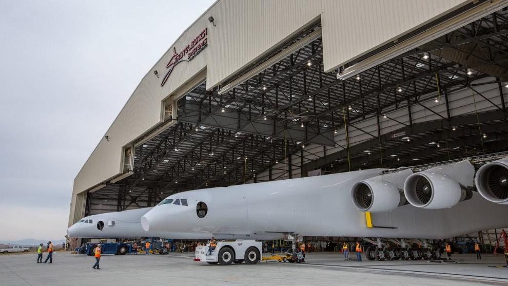 Stratolaunch – самый большой с мире самолет