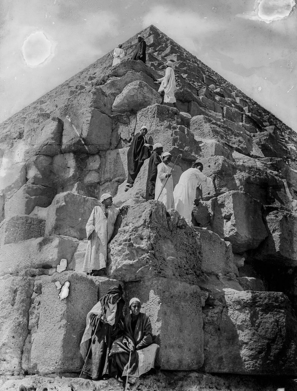 retro-foto-turistov-na-piramidah-Gizy_13