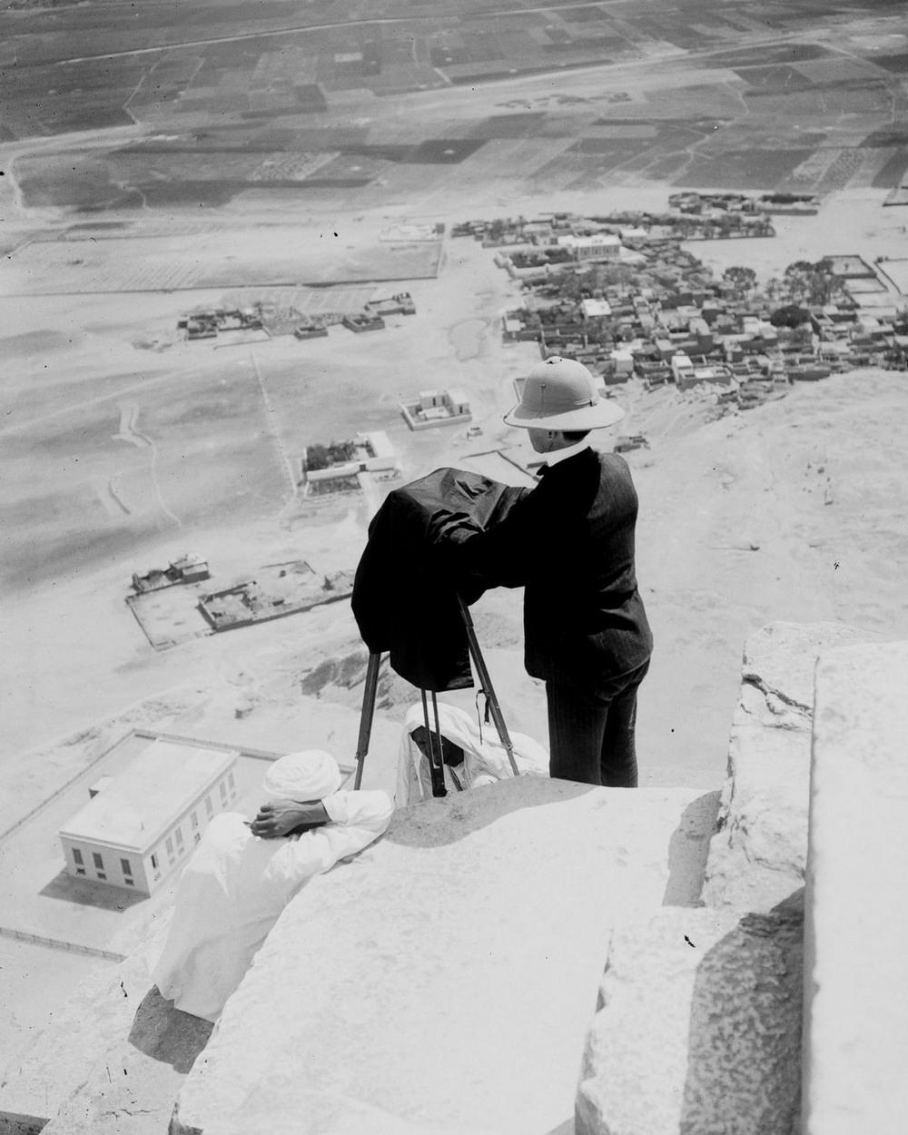 retro-foto-turistov-na-piramidah-Gizy_18